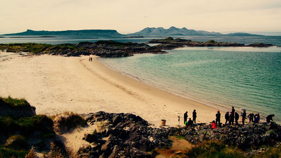 Smaragdgrun Film Crew Beach